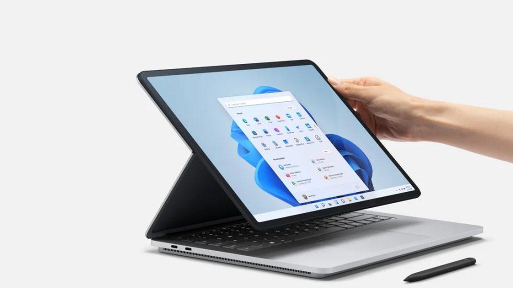 Surface_Laptop_Studio_Adjusting